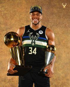 Basketball Videos, Basketball Pictures, Nba Basketball, Milwaukee Bucks, Basketball Photography, Dennis Rodman, Wnba, Nba Champions, New York Knicks