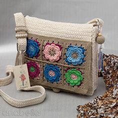 Crochet bag in raw cotton and flowers. This is definitely one of the most beautiful handmade bags I have EVER seen!!!  You can see the love that was poured into this creation by Anabelia Hand made.  ❤ Her artistry is amazing! Anabelia is the one that designed the Boho crochet turquoise pendant and earrings that was pinned on the CrochetHolic - HilariaFina board. Visiting her blog is a must! I had to share this. ¯_(ツ)_/¯
