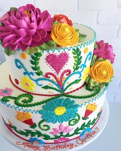 Cake Artist Leslie Vigil Creates Gorgeous Cakes That Look Like They're Embroider. - Cake Artist Leslie Vigil Creates Gorgeous Cakes That Look Like They're Embroidered - Mexican Birthday Parties, Mexican Fiesta Party, Fiesta Theme Party, Gorgeous Cakes, Pretty Cakes, Cupcakes Decorados, Cake Art, Eat Cake, Just In Case