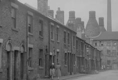 The Potteries, circa 1910 Pottery Kiln, Pottery Art, Old Photos, Vintage Photos, Billy Elliot, Clarice Cliff, Industrial Architecture, Stoke On Trent, Industrial Revolution