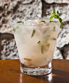 The Rum Caipi Santinho Yield 1 cup ingredients 60 ml of rum 6 units of lychee compote 10 basil leaves 5 ice cubes Preparation In a glass macerate the lychee and basil. Then add ice and rum and stir with a long spoon. Garnish with basil leaves.