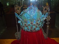 The 6-dragon-3-phoenix crown of a Ming dynasty Empress (3 of the dragons are at the back of the crown)