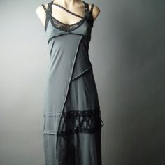 Love this dress - I don't think it'd look good on me, though...Much better on @Amy Peavy?