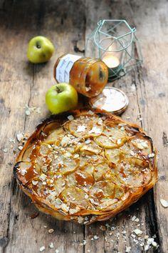 Tart with apple and milk Bonne Maman jam Apple Desserts, No Cook Desserts, Apple Recipes, Sweet Recipes, Desserts Caramel, Sweet Pie, Sweet Tarts, Pie Dessert, Dessert Recipes