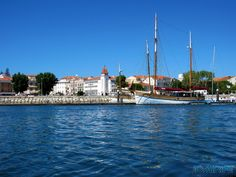 Barco e Banco na Marina da Figueira da Foz - Portugal