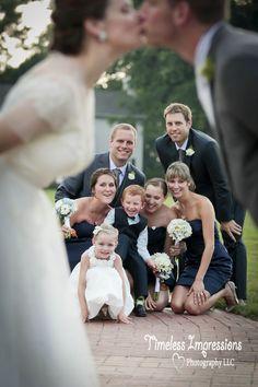 Bridal party fun picture Fun wedding picture idea