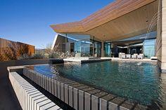 Descubrimiento de la semana 74: Piscina con vistas al desierto en Arizona. #piscina #pool #poolwithaview #piscinaconvistas #desertpool #piscinadesbordante