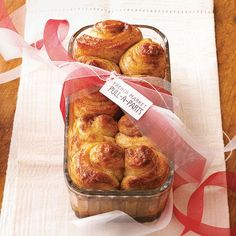 Yum! These homemade French Market Pull-Aparts are making our mouths water. More food gift ideas: http://www.bhg.com/christmas/gifts/homemade-food-gifts/?socsrc=bhgpin112812pullaparts