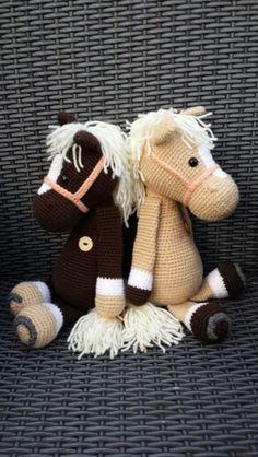 Paardje piem van my krissie dolls Diy Crochet Toys, Crochet Pony, Crochet Horse, Love Crochet, Crochet Dolls, Crochet Projects, Animal Knitting Patterns, Crochet Patterns Amigurumi, Amigurumi Doll