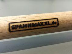 Palo para toldo corredero con logo de SPANNMAXXL