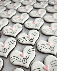 Celebrate Easter with the best Easter cookies. Here are the best Easter Sugar Cookies ideas. These Easter cookies decoration with royal icing are so cute. Cookies Cupcake, Fancy Cookies, Valentine Cookies, Iced Cookies, Cute Cookies, Easter Cookies, Easter Treats, Cookies Et Biscuits, Holiday Cookies