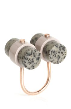 State of Mind ring by Elke Kramer features a mineral-like resin called dalmatian jasper in a tubular design, with rosegold details.