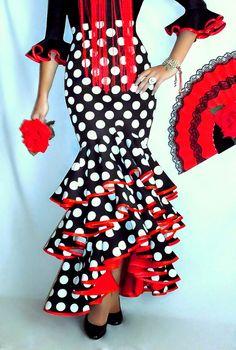 FALDAS, BLUSAS Y TRAJES CAMPEROS – LOLAYLO. TRAJES DE FLAMENCA Y FALDAS DE SEVILLANA. Flamenco Costume, Flamenco Dancers, African Fashion Dresses, African Dress, Spanish Dress Flamenco, Clothing Patterns, Dress Patterns, Sewing Patterns, Flamingo Dress