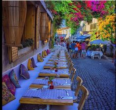 Cesme Turkey - Information Beautiful Streets, Beautiful World, Beautiful Places, Istanbul City, Istanbul Turkey, Alacati Turkey, Places To Travel, Places To Go, Sidewalk Cafe