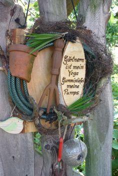 **fett**Gartendekoration mal anders.... _Kursiver Text_Hier habe ich auf einem Holzbrett eine schöne, sowie nützliche Gartendeko kreiert. Eine nette Dekoration für jede Gartenliebhaberin -...