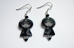 Photo diy for Shrinky Dinks earrings and how to bend the wire component/site in french, but easy to understand photos