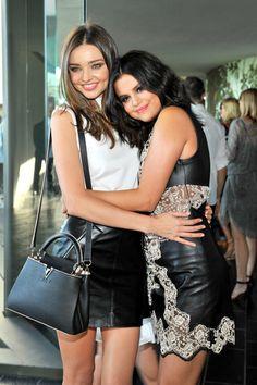 Pin for Later: 6 Choses à Savoir Sur le Show Louis Vuitton Cruise Les Invités se Sont Fait de Nouveaux Amis Miranda Kerr et Selena Gomez