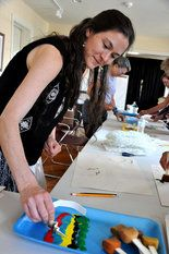 Local artists learn ways to reach autistic kids