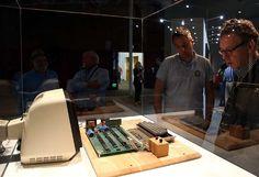 Salah satu dari komputer pertama yang pernah dibuat Apple terjual di New York pada Rabu seharga 905.000 dolar Amerika atau sekitar Rp 10,9 miliar, membuat rumah lelang Bonhams menyatakannya sebagai komputer peninggalan termahal di dunia.  http://on-msn.com/1xeTP9Y