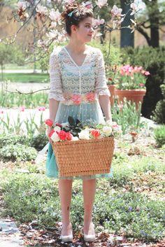 Lovely spring flower shoot. #vintage #seniors #flowers #roses #romantic #photoshoot