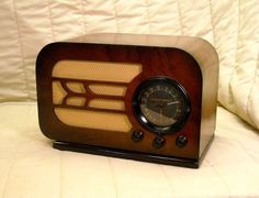 Old Antique Wood Stewart Warner Vintage Tube Radio - Restored Working Table Top. eBay auction ends tonight at 10:00 PM eastern!