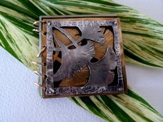 Special Book with ginkgo--piercing and riveting Handmade Journals, Handmade Books, Jewelry Crafts, Jewelry Art, Jewlery, Vintage Costume Jewelry, Vintage Costumes, Mixed Metal Jewelry, Imitation Jewelry