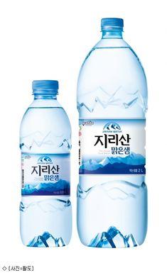 [장유미기자] 팔도가 불황에도 매년 성장을 거듭하고 있는 6천억원 규모의 생수시장 공략을 강화한다.5일 팔도는 '지리산맑은샘'을 6년 만에 리뉴얼 출시, 광동제약 제주삼다수, 롯데칠성음료 아이시스8.0, 농심 백 Water Packaging, Water Branding, Natural Mineral Water, Water Tumbler, Agua Mineral, World Water, Water Bottle Design, Bottle Mockup, Animal Design