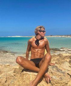 """Nathan Graff 🌞 on Instagram: """"mon corps avant de découvrir les douceurs d'Ibiza : les patatas bravas et l'aïoli avec du pain. RIP abs"""" Ibiza, Selfish, Abs, Instagram, Swimwear, Fashion, The Body, Gentleness, Bathing Suits"""