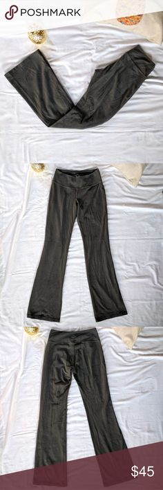 """Beyond Yoga Workout Pants *Beyond Yoga Workout Pants  *Workout in style with these low-rise premium yoga pants *Super chic gunmetal grey color *Size XS *Pre-owned, like new  *31"""" inseam *6.5"""" rise *37.5"""" outseam  Please feel free to make an offer or ask questions!  xoxo Karlynn [: Beyond Yoga Pants Boot Cut & Flare"""