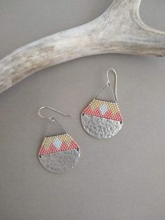 Halfmoon Silver Earrings, Seed Bead Earrings, Geometric Earrings, Hammered Silver Earrings Seed Bead Earrings with Hammered Steel Bead Jewellery, Seed Bead Jewelry, Seed Bead Earrings, Beaded Earrings, Seed Beads, Silver Earrings, Beaded Jewelry, Bead Weaving, Crystal Beads