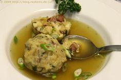 Tiroler Knödelsuppe / Tirolese zuppa di canederli / Tyrolean dumpling soup