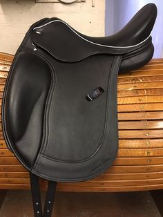 Black Calf Covered Style Dressage saddle with White Welt & Black Patent Keeper. Equestrian Outfits, Equestrian Style, Horse Saddles, Horse Tack, Horse Head Drawing, Riding Habit, Dressage Saddle, English Saddle, Pretty Horses