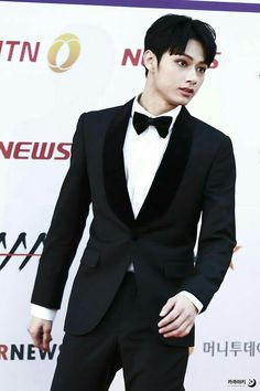 Jun - ........ I got my swears mixed up in my head again.. That's when I know a picture is really exceptional - it fucks up my vocabulary. This is how you wear a damn tux...