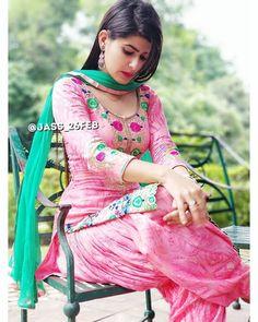 Dhoti Salwar Suits, Patiala Pants, Patiala Salwar, Shalwar Kameez, Punjabi Girls, Punjabi Dress, Punjabi Suits, Beautiful Girl Indian, Gorgeous Women