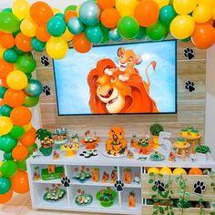Safari Party Decorations, Birthday Decorations, Party Themes, Lion King Party, Lion King Birthday, Happy Birthday Disney, Baby First Birthday, Le Roi Lion, Ideas Para Fiestas