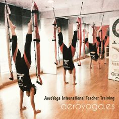 En esta Foto #Ejercicio #acrobacia de #AEROYOGA & #AEROPILATES #TEACHERTRAINING En #France #España #Madrid y #Barcelona Mas Info www.aeroyoga.es #WeLoveFlying ! #yoga #pilates #yogadanslair #bienetre #wellness #yogaerien #fitness #salud #belleza #yogaswing