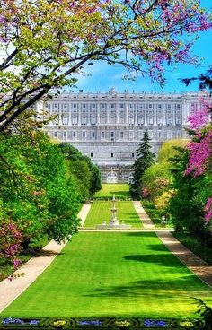 en el fondo Palacio en Madrid