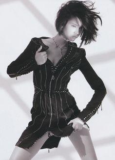 Picture of Kiko Mizuhara Human Poses Reference, Pose Reference Photo, Kiko Mizuhara Style, High Fashion Poses, Jojo Fashion, Photography Poses, Fashion Photography, Figure Poses, Body Poses