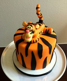 You can make your baby boy's first birthday amemorable occasion. This pooh tigger cake will look awesome on the special day and will leave the inviteescaptivated. Fondant Cakes Kids, Cupcake Cakes, Cupcakes, Cake Boss Cakes, Cartoon Cakes, Tiger Cake, Winnie The Pooh Cake, Disney Cakes, First Birthday Cakes