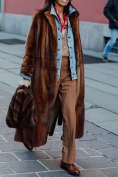 Loving this brown fur coat over a denim jacket. casual and cozy! Fall Winter Outfits, Autumn Winter Fashion, Brown Fur Coat, Coat Outfit, Weather Wear, Cold Weather, Fashion Outfits, Womens Fashion, Sporty Fashion