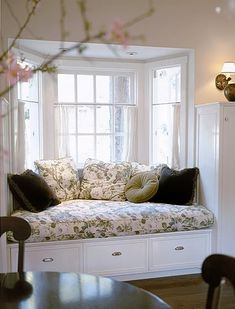 Bay Window Seat More ideas below: DIY Bay Windows Exterior Ideas Nook Bay Windows Seat and Plants Di. Window Seat Cushions, Window Benches, Window Seats, Style At Home, Diy Bay Windows, Bay Window Exterior, Window Seat Kitchen, Room Window, Sweet Home