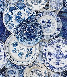 Sarja: Delftware tapettipaneeli Valmistaja: Mindthegap Mallisto: Mind the Gap VOL 2 Materiaali: non-woven Leveys: 3 x 52 cm Rulla pituus: 3 m Kuviokohdistus: Suora Kuviokorkeus: 60 cm Blue And White China, Blue China, Love Blue, Modern Wallpaper, Home Wallpaper, White Dishes, Blue Dishes, Blue Plates, China Patterns