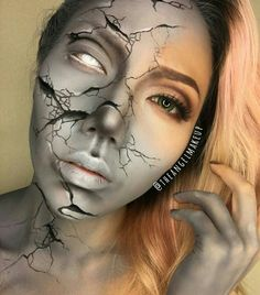 Explore Halloween Makeup Ideas of All Time in this gallery. We share a huge collection of the best Halloween makeup ideas ever shared on internet. Halloween Makeup Witch, Amazing Halloween Makeup, Haunted House Makeup, Monster Makeup, Scary Makeup, Dope Makeup, Sfx Makeup, Face Paint Makeup, Creative Makeup Looks