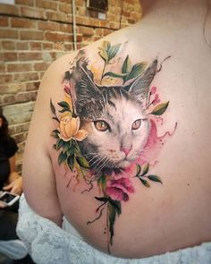 Geometric Tattoo – Cat and Flowers tattoo by Adria Cier - Cat Tattoos - Katzen Wolf Tattoos, Animal Tattoos, Sexy Tattoos, Body Art Tattoos, Girl Tattoos, Cat Tattoos, Ankle Tattoos, Arrow Tattoos, Friend Tattoos