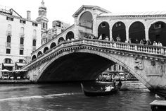 #rialto #venice #venezia #blackandwhite #bwphotography #italy #italia Rialto Venice, Bw Photography, Brooklyn Bridge, Explore, Travel, Italia, Viajes, Destinations, Traveling