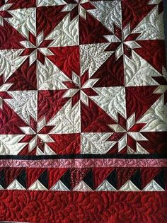 Red and white Hunter Star quilt - could be done as a Christmas quilt Red and white Hunter's Star. I gotta do this border the next time I make a Hunter Star. It looks so much more complicated than it actually it.rapid fir hunter star by (deb tucker has an Patchwork Quilting, Amische Quilts, Star Quilts, Longarm Quilting, Machine Quilting, Quilting Projects, Quilting Designs, Quilt Blocks, Quilting Ideas