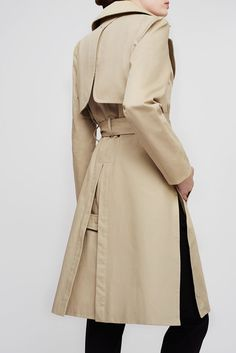 A timeless revision of a military staple, our Classic Trench is the epitome of Made in Italy. It reveals elements that are the essence of heritage, rendered in water-resistant Italian cotton-gabardine with storm flaps and snap-closure side splits. Considered details like a push stud at the back and the gold bars on the belt are a reflection of the custom hardware on our accessories. Simply opt to add the interior leather patch with your monogram for an elegant, personalized touch. Invest in…