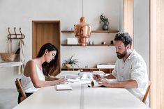 Looking for some neutral home decorating inspiration? Proving that neutrals can be interesting and vibrant, the home of an architect couple makes a strong case for the benefits of designing and decorating with a lack of colour.