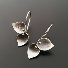 Beautiful Jewelry Petite Double Leaf Earrings More - These earrings are a sweet compliment to the Lotus, Double Leaf, Bamboo, or Trillium pendants. Each leaf is hammer textured and dapped into a. Clay Jewelry, Metal Jewelry, Jewelry Gifts, Jewelry Box, Silver Jewelry, Fine Jewelry, Jewelry Making, Silver Ring, Handmade Jewellery