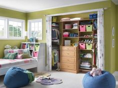 Commonly found in hallways, kids' rooms and bedrooms, the traditional reach-in closets is perfect for a grab-and-go lifestyle.